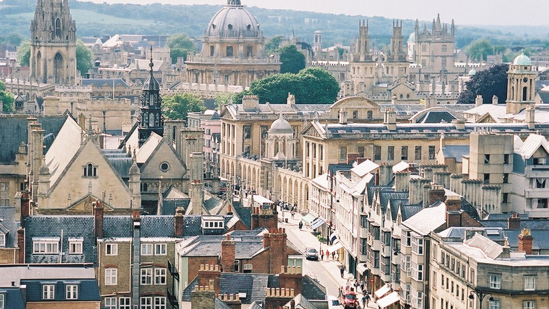 Rooftop view of the city of Oxford.